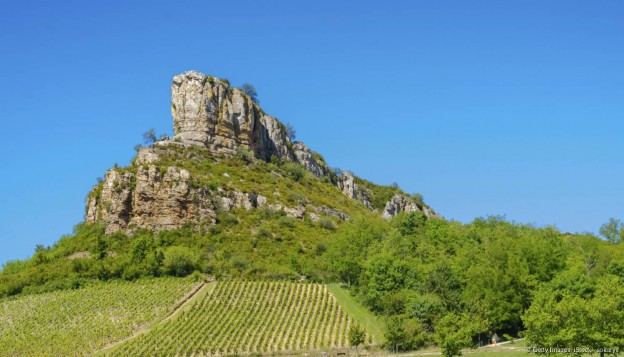 Le site d'escalade de la roche de Solutré et les vignes en Bourgogne