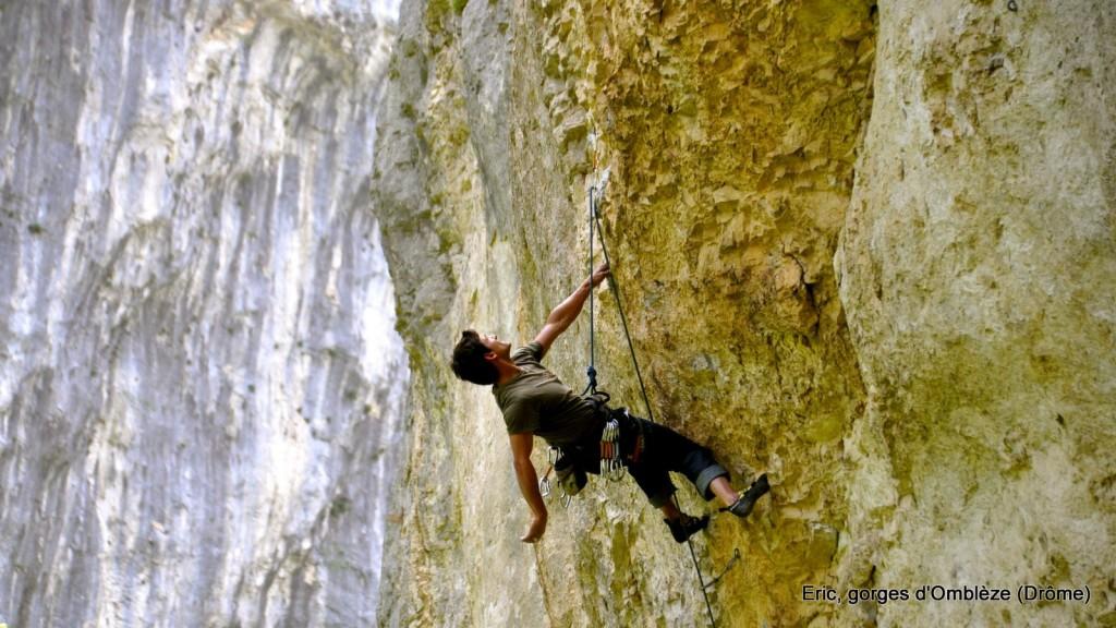 Eric Chaxel escalade dans les gorges d'Omblèze (Drôme)
