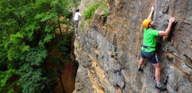 escalade-falaise-lyon-curis-monts-dor