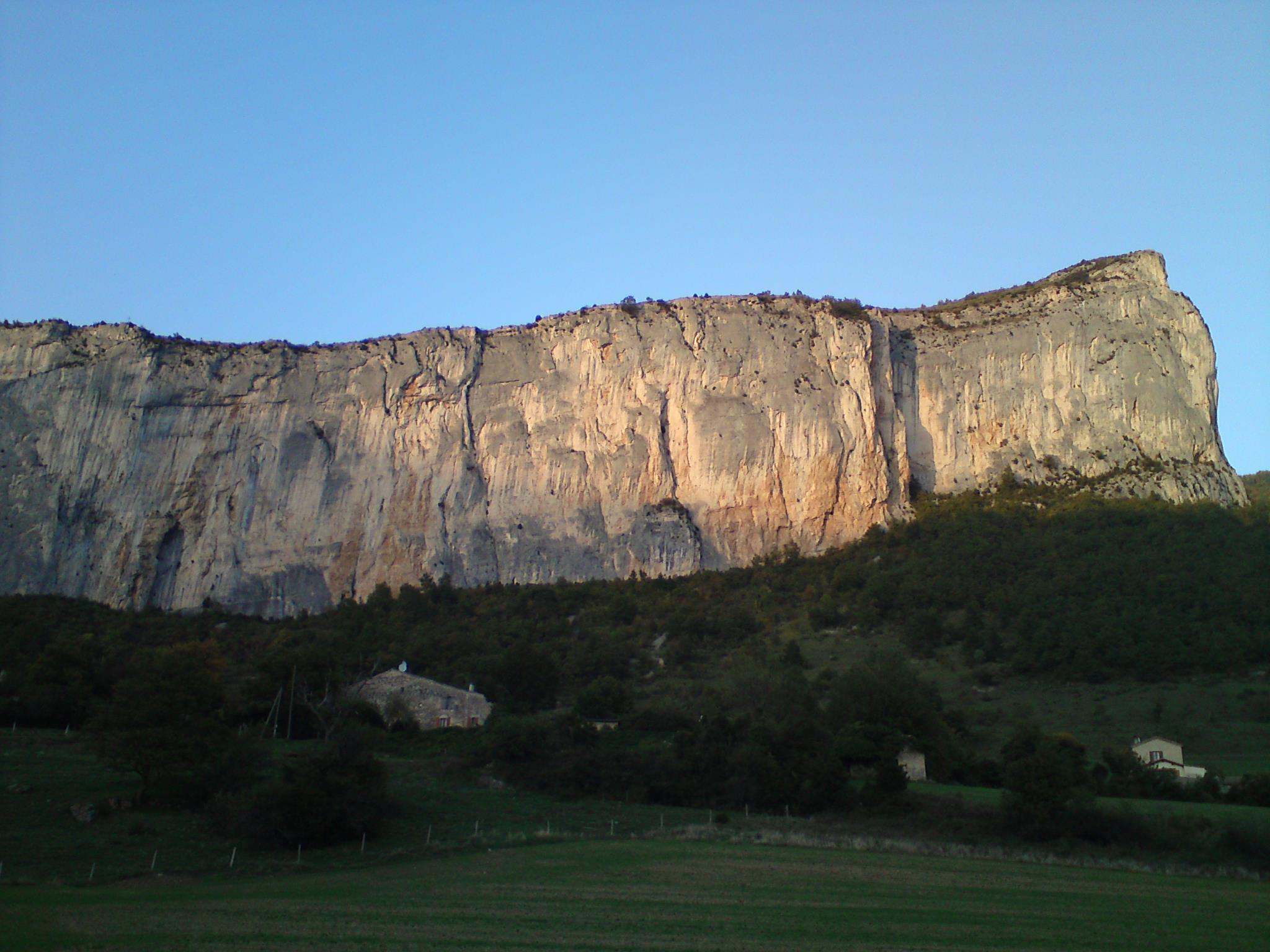 La falaise d'Ansage à Omblèze