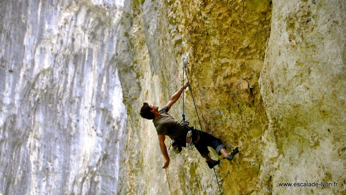Eric escalade Dévers dans les gorges d'Omblèze - coll. Y. Pira
