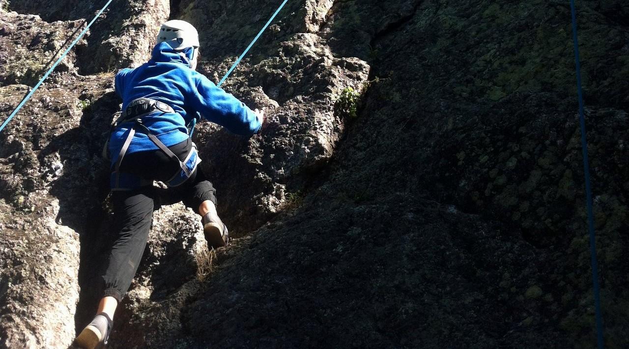 escalade-enfants-jeunes-équilibre-vertical-lyon