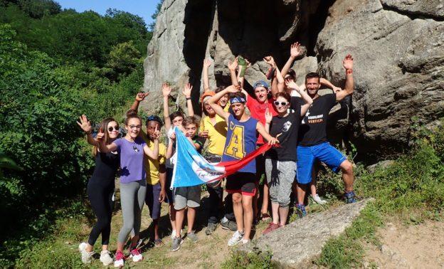 Les jeunes du club à la falaise de Jardin en juin 2017