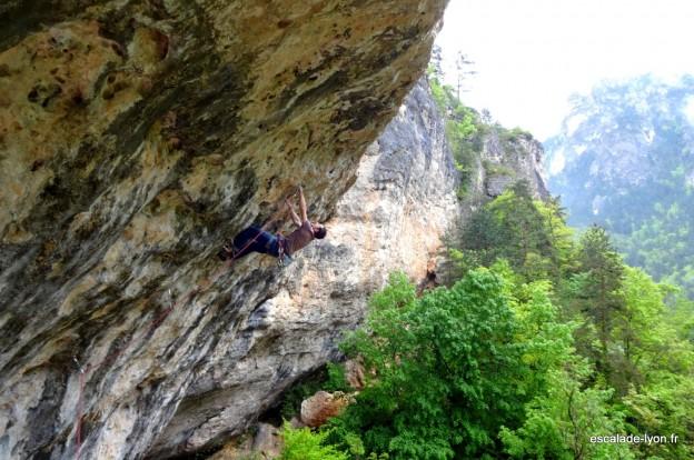 Escalade à l'Oasif dans les gorges du Tarn
