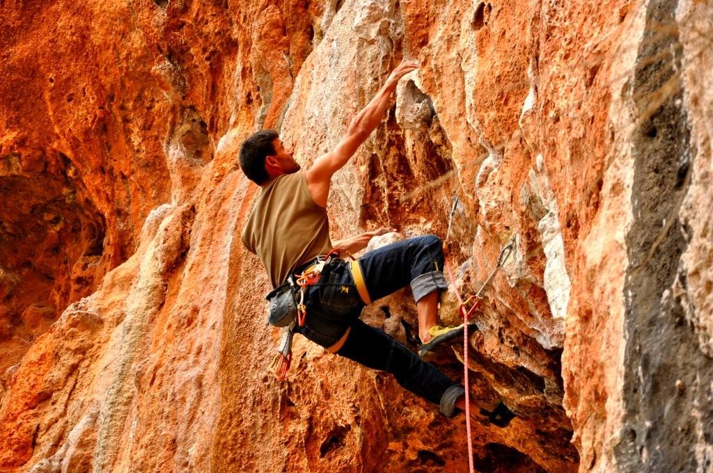 Eric Chaxel dans un 7a à Geyikbayiri (Turquie) - coll. Equilibre Vertical