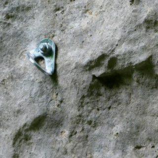 escalade-falaise-plaquette-jura-champfromier
