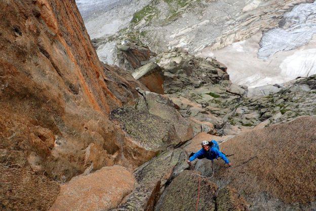 escalade envers des aiguiles de Chamonix