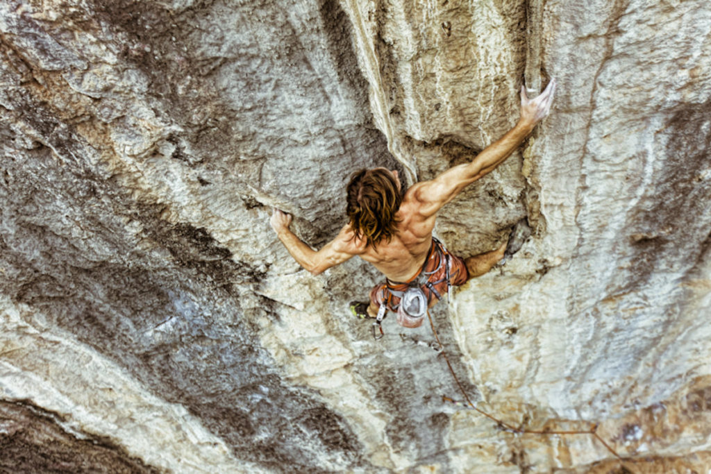 chris_sharma_climbing_in_yangshuo_china