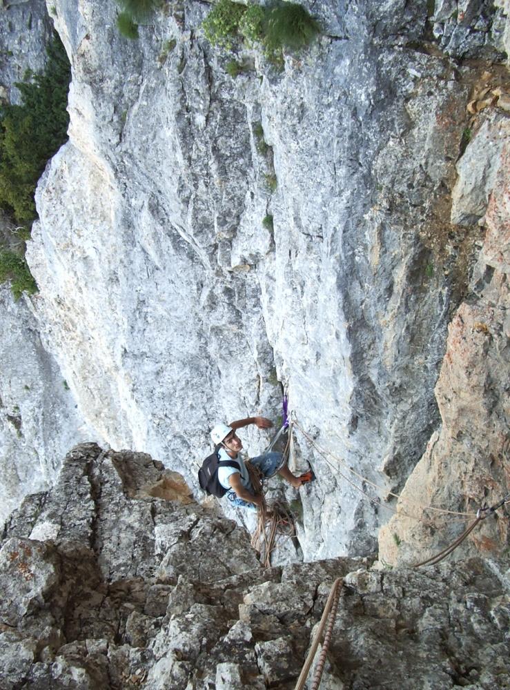 escalade-vercors-grimpeur-relais-2-soeurs-voie-toit