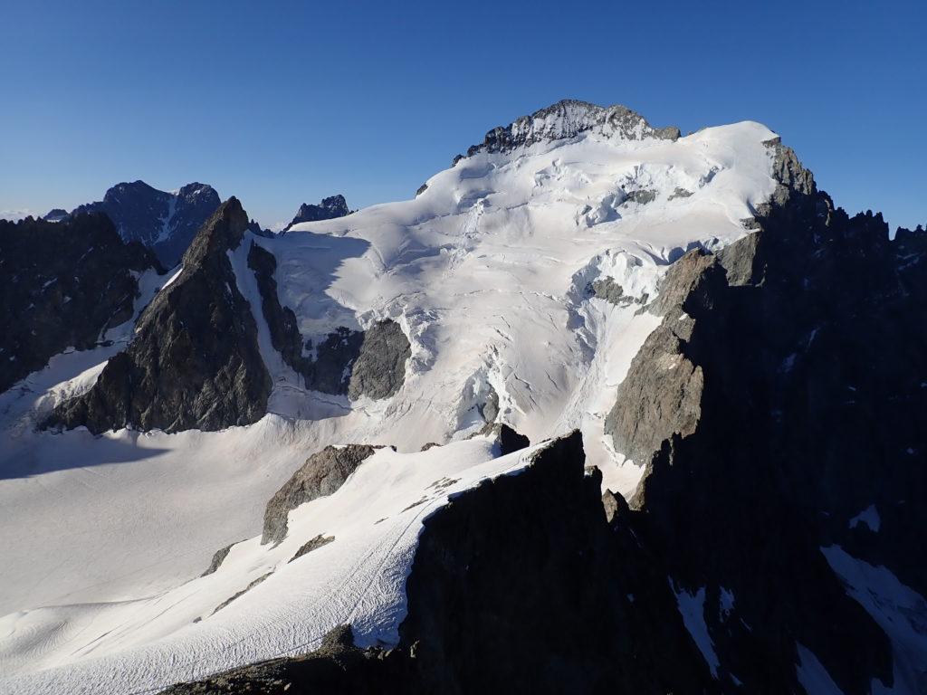 barre des écrins depuis roche faurio montagne alpinisme