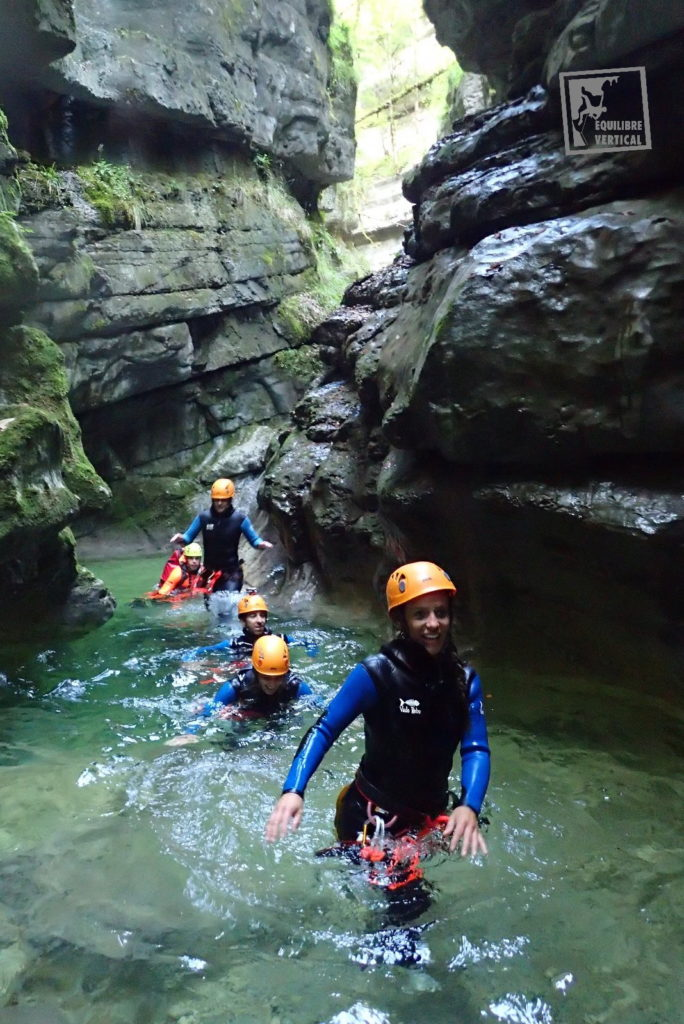 guide-canyoning-lyon-canyon-gorge-equilibre-vertical