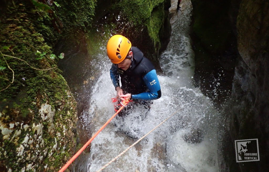 canyoning-savoie-grenant-rappel-cascade
