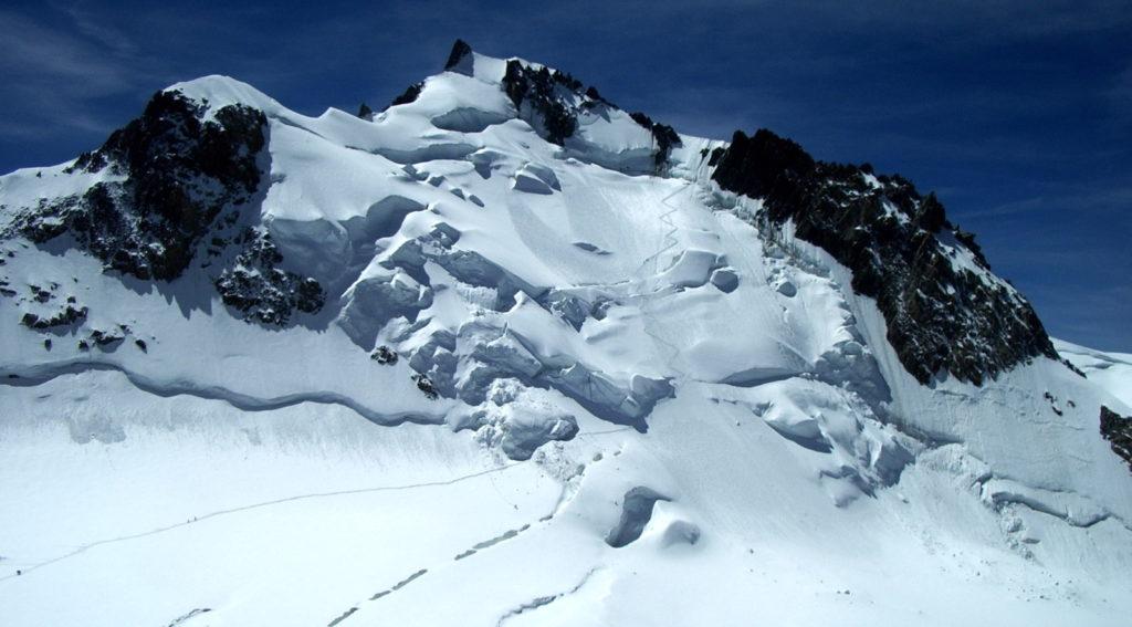 mont maudit sérac glacier chamonix mont-blanc