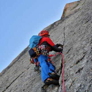 peigne-rebuffat-eric-chaxel-fissure-splitter-escalade-trad-guide-montagne