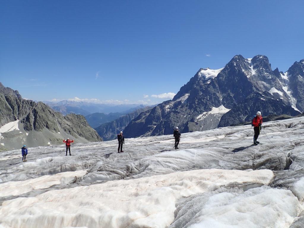 crevasses glacier blanc pelvoux oisans écrins cordée guide piolet montagne