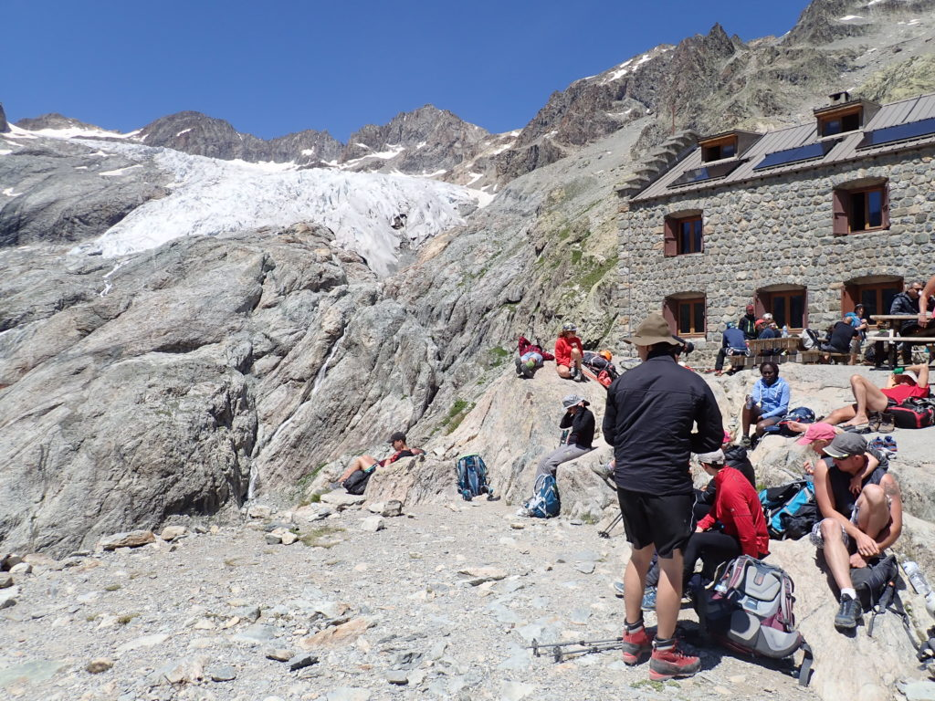 refuge glacier blanc randonnée marche à pied montagne
