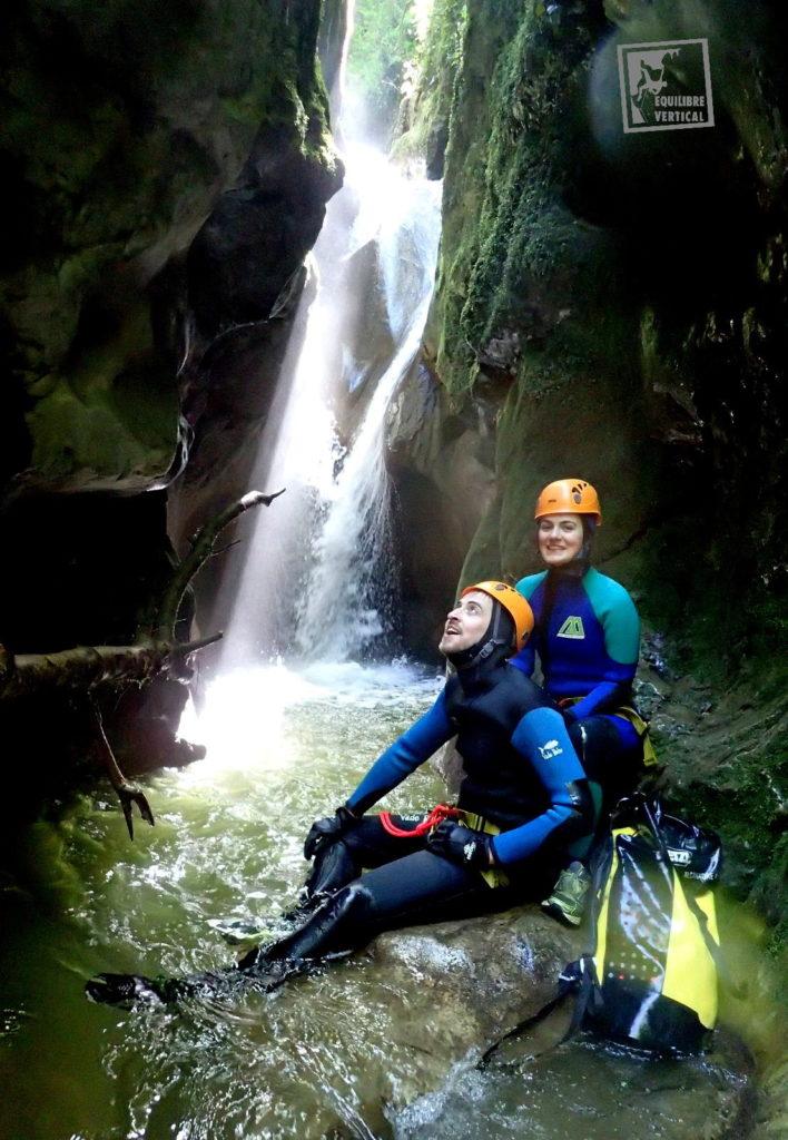 canyoning-lyon-gorge-cascade-vade-retro-sac-petzl-equilibre-vertical