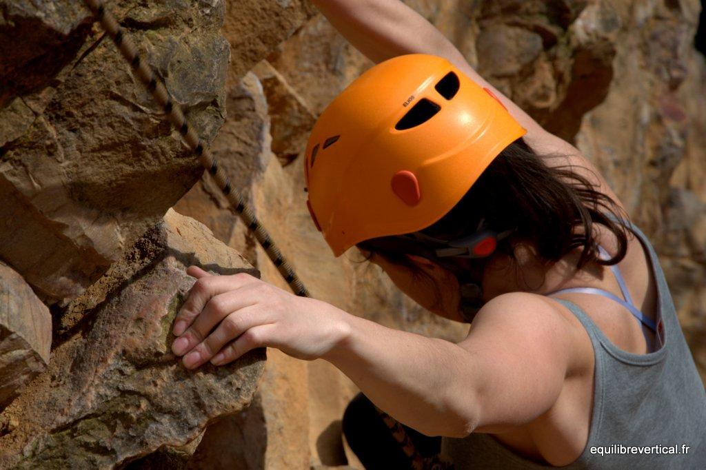 escalade-falaise-curis-casque-grimpeur